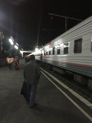 헤어짐을 아쉬워하고 있는데 어느새 시베리아 횡단열차는 플렛폼에 들어왔다.