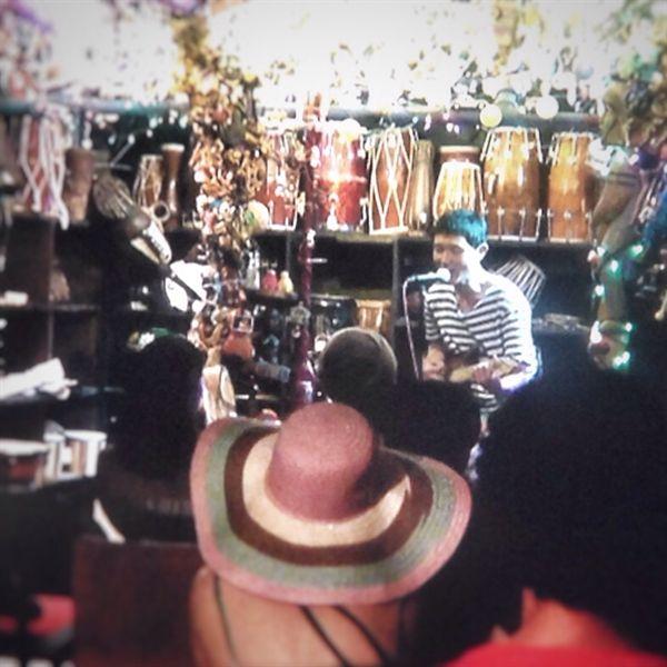 소호거리 'Music Inn' 지하 공연장에서 우연히 오픈마이크에 함께했다