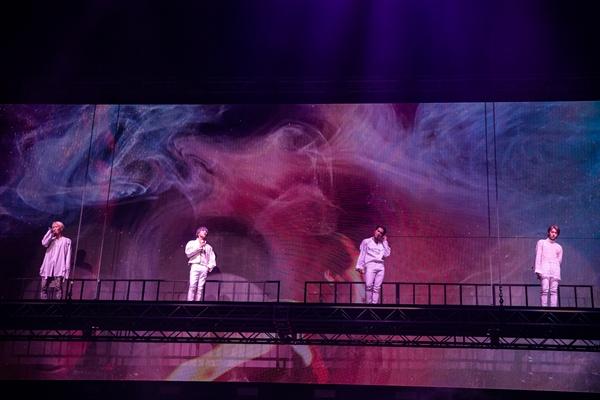 위너 위너가 지난 19일 오후 서울 송파구 올림픽공원 체조경기장에서 단독콘서트 < WINNER 2018 EVERYWHERE TOUR IN SEOUL >을 열고 팬들을 만났다.