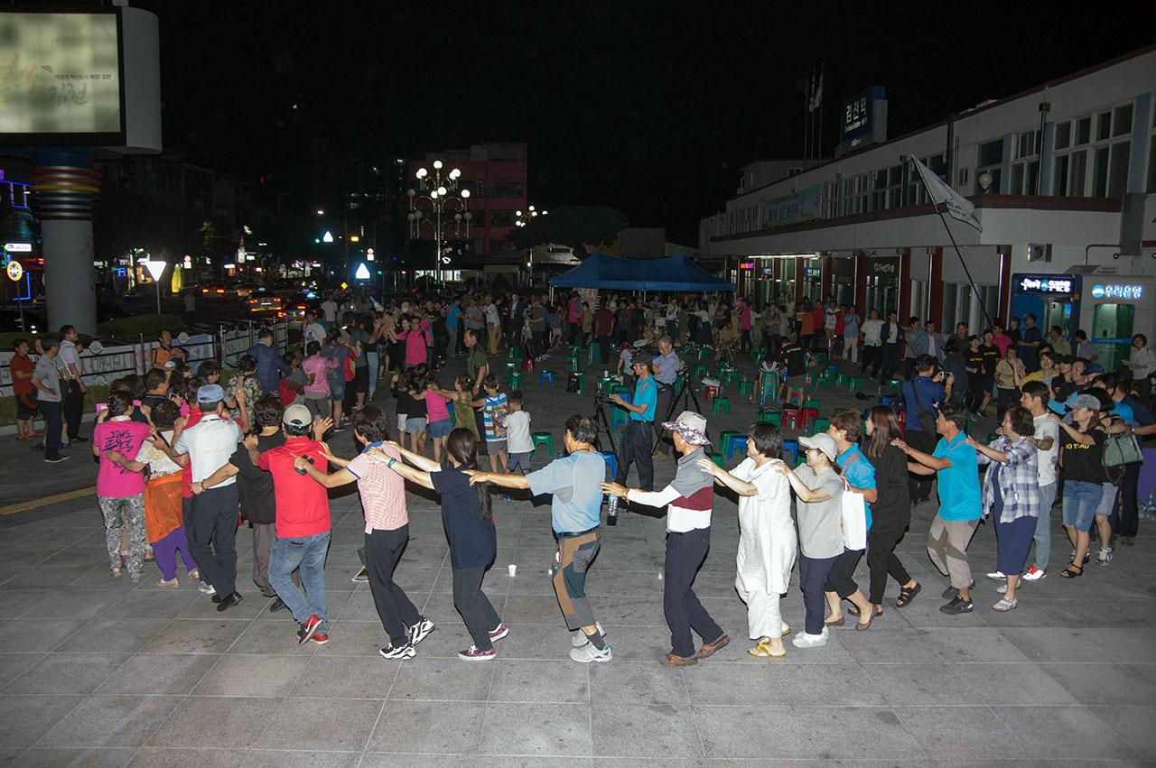 집회는 참가자들이 통일기차 놀이를 하면서 마무리되었다. 다음날(20일)이 금강산에서 이산가족이 상봉하는 날이어서 참가자들이 기차놀이로 통일과 평화를 기원했다.