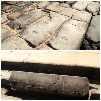 석조물에 구멍을 뚫어 코끼리가 운반하기 편리하게 한것과 건축당시 공사 편의성을 위해 아리비아 숫자를 적어 놓은 모습