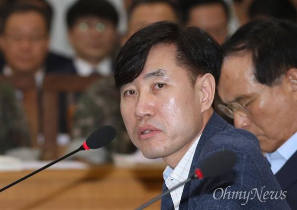 국방위 참석한 하태경 의원 하태경 바른미래당 의원이 21일 서울 여의도 국회에서 열린 국방위원회 전체회의에 참석해 질의하고 있다.