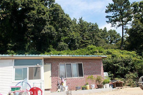 경주 장산토우총 아래에 있는 가정집(주인의 허락을 받아 들어갈 수 있다)