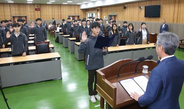 경남도교육청은 22일 교육청 강당에서 특성화고등학교 3학년 학생 50명을 대상으로 해외인턴십 파견을 위한 발대식을 가졌다.