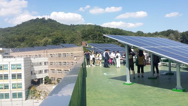 중화고 햇빛발전소 전경 발전 설비용량  60.47KW 태양광 발전기 설치