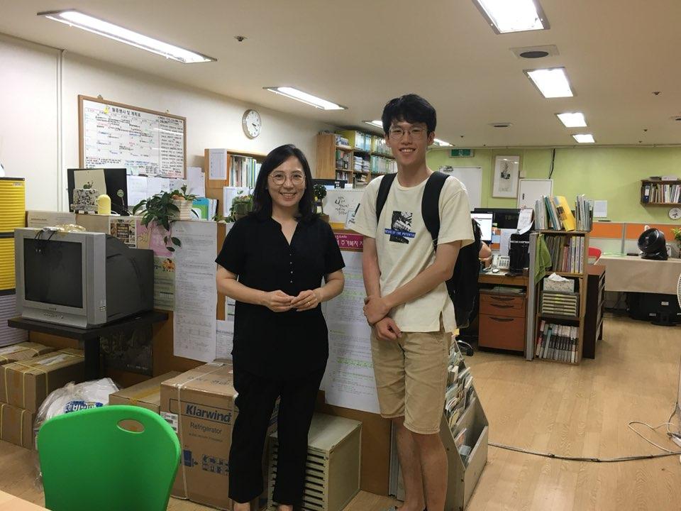 김선미 센터장(왼쪽)과 필자(오른쪽)