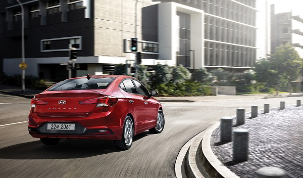 오는 9월 6일 출시에 앞서 현대자동차가 공개한 더 뉴 아반떼의 후측면 디자인.