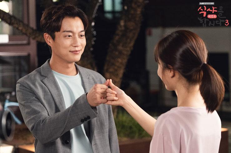 주연배우 윤두준의 갑작스런 군입대로 인해 tvN 드라마 < 식샤를 합시다 > 시즌3는 14회로 조기 종영을 선택했다.