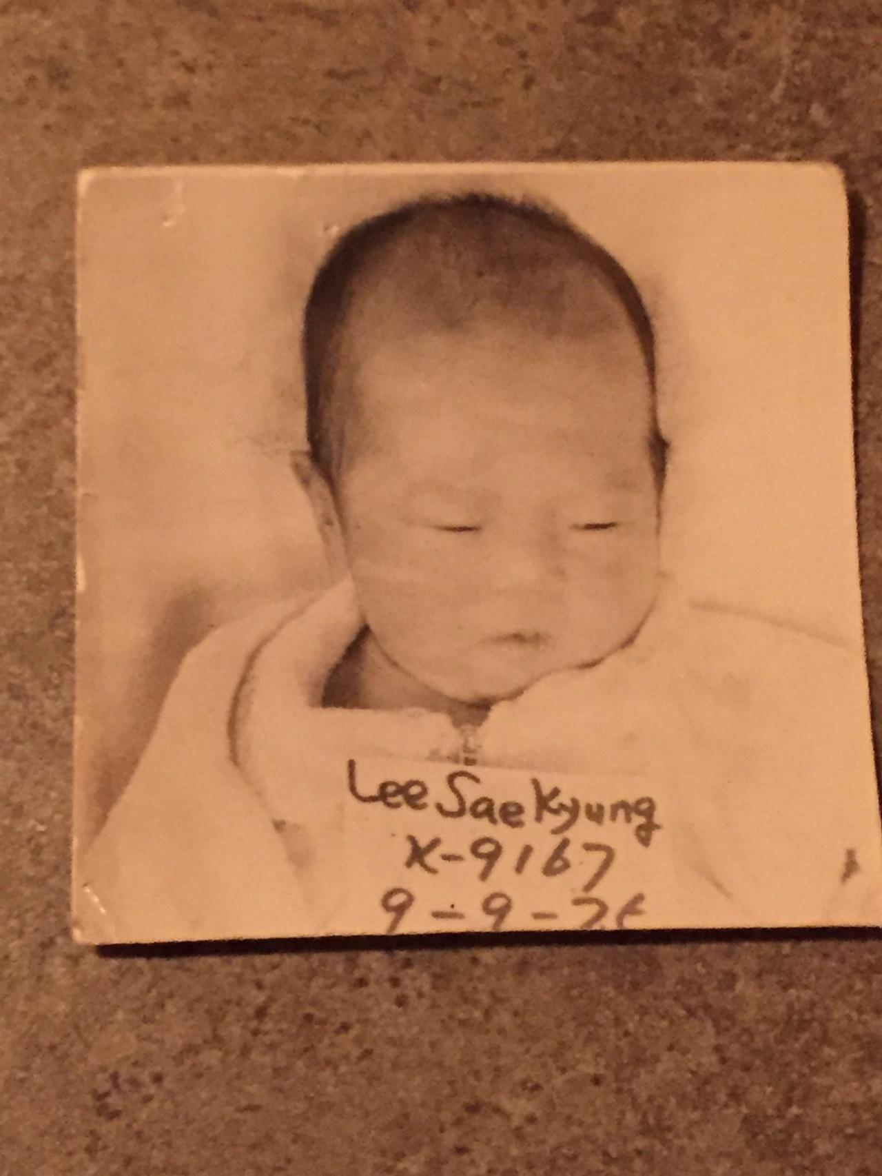 입양 당시 로빈 레이 멕케이 로빈 레이 멕케이는 생후 3개월에 미국으로 입양되었다