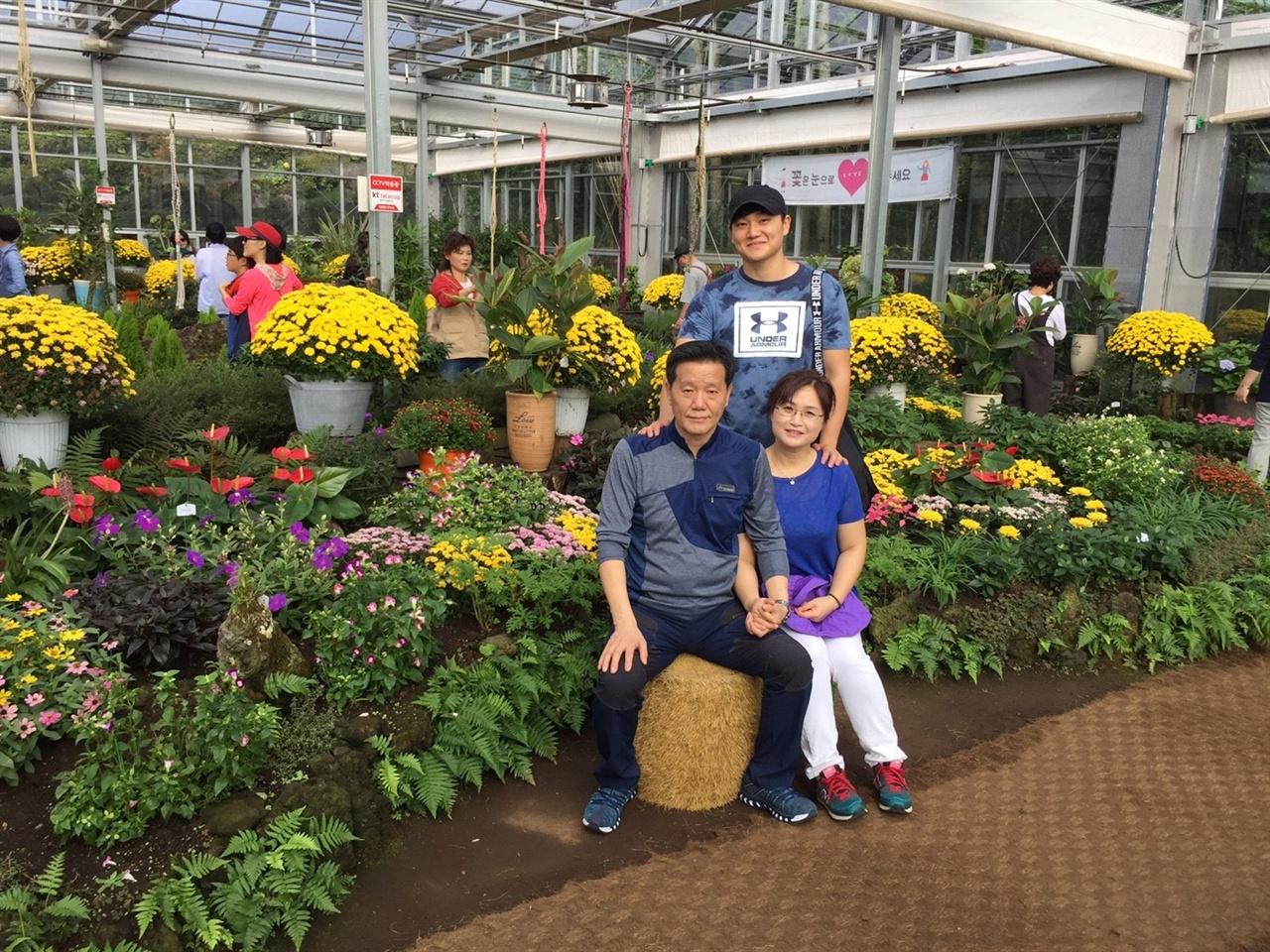 2015년 제주도 가족여행 중 여미지식물원에서  오랜만에 가족과 함께 떠난 제주도 여행중 여미지식물원에서 찍은 사진.