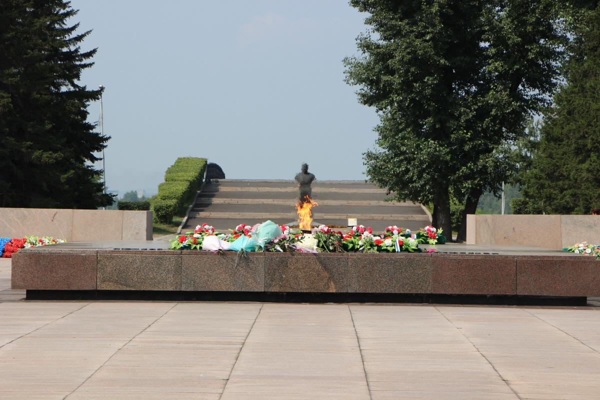 추모의 광장, 영원의 불꽃, 벨로보로도프 흉상, 사랑의 다리