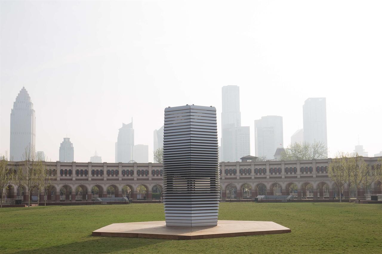 중국 텐진에 설치한 스모그 프리 타워. 마치 사원의 탑을 연상시킨다.