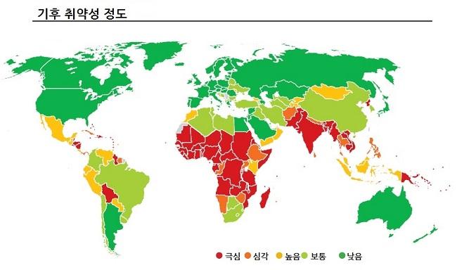 기후취약포럼(CVF) 등이 2012년 분석한 세계 각국의 기후취약성 정도. 색이 붉을수록 피해가 큰 지역인데, 아프리카·남아시아 등 적도 주변의 개발도상국·극빈국들이 가장 심각한 상황임을 알 수 있다. 북한 역시 붉은색의 극심(acute) 단계로 분류됐는데, CVF는 특히 2030년경 북한에서 홍수·태풍·식량난 등의 피해가 커질 것으로 예상했다.
