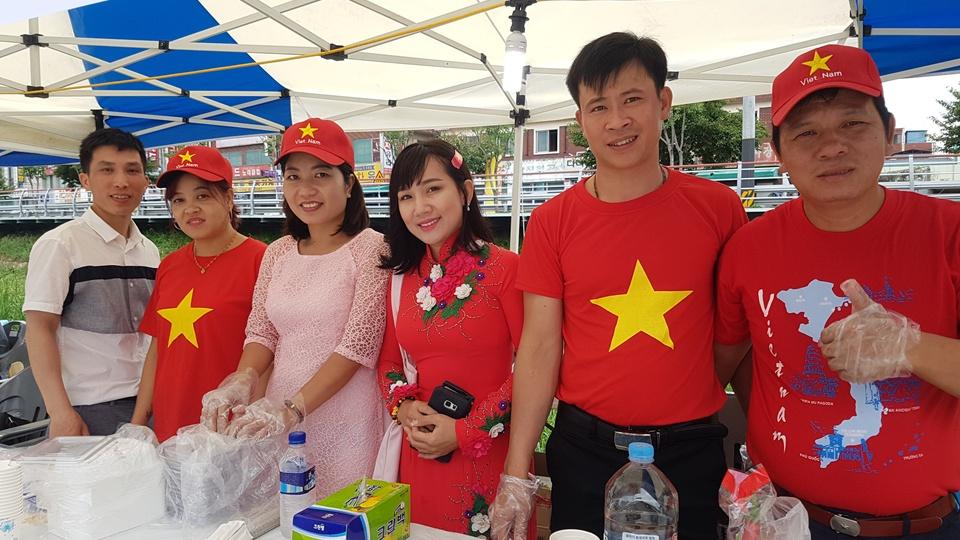 홍성에서 제6회 아시아 뮤직페스티벌에 참가한 베트남 이주민들이 자신들의 전통음식을 내놓아 큰 인기를 얻었다. 특히, 이들은 장기자랑에서 가장 많은 박수를 받기도 했다.