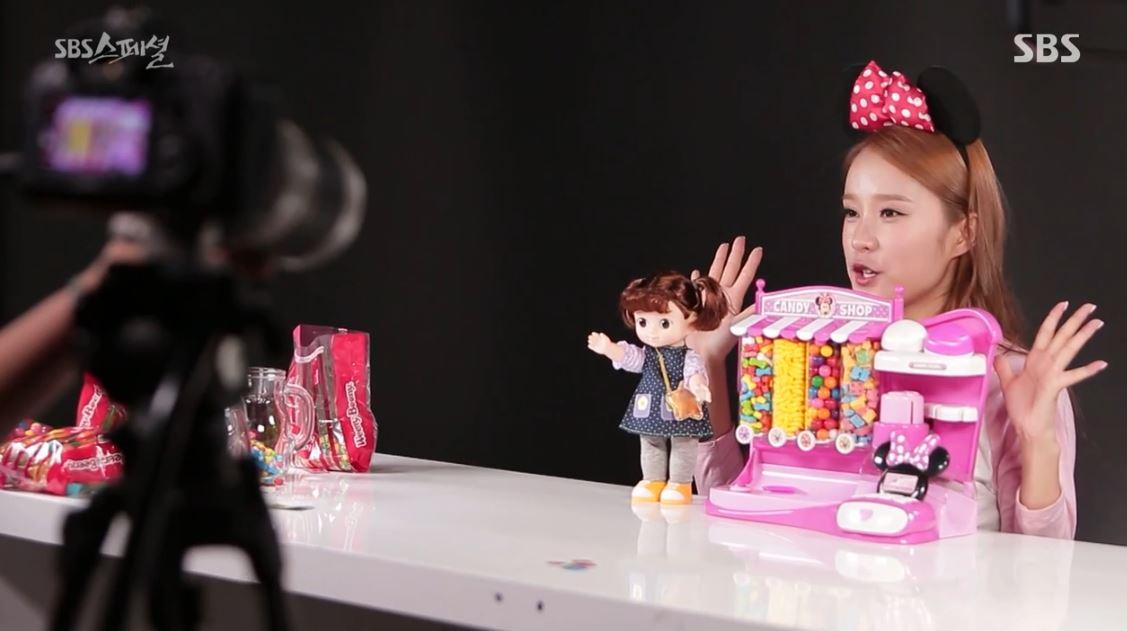 2016년 9월 방송된 <SBS 스페셜> '나 혼자 방송시대' 편 캡처. 장난감 리뷰 채널은 무려 누적 조회수 29억에 구독자만 210만 명을 보유하고 있었다.