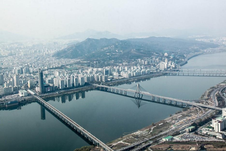 서울에서 산다는 것을 상상하기는 이제 어렵게 되었다.