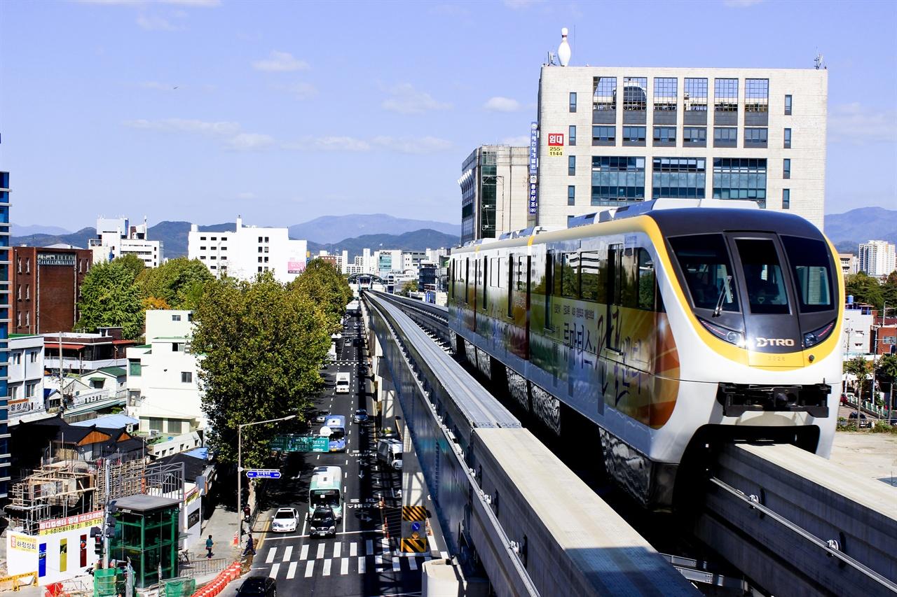 대구 도시철도 3호선은 모노레일로 운행한다. 박원순 서울시장이 강북 지역에 모노레일을 추진한다고 밝혔을 때 이 모노레일을 떠올린 시민들도 많을 것이다.