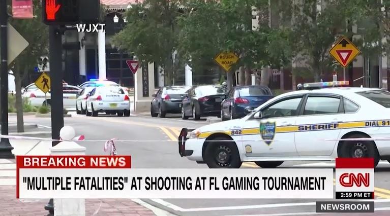 미국 플로리다주의 한 비디오게임 대회에서 발생한 총기 사고를 보도하는 CNN 뉴스 갈무리.