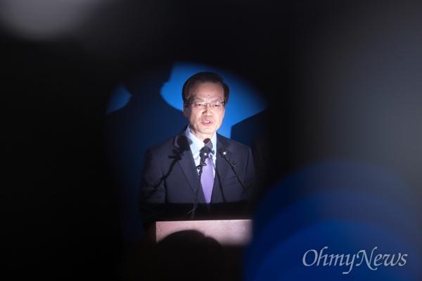 드루킹 댓글 관련 진상조사를 위한 허익범 특별검사가 27일 오후 서울 강남구 특검 사무실에서 수사결과 발표를 하고 있다.