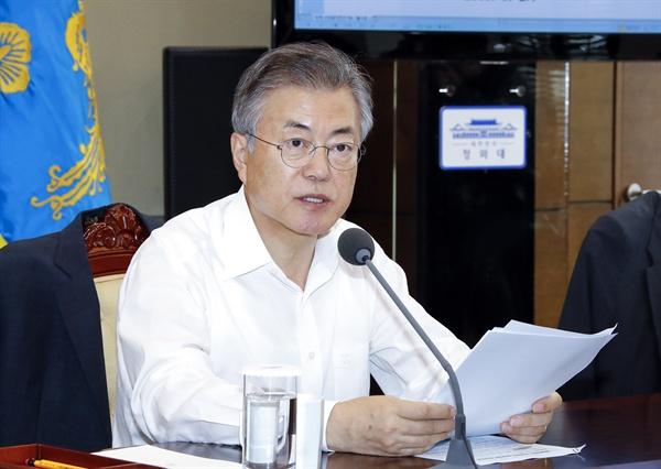 수석-보좌관 회의 주재하는 문 대통령  문재인 대통령이 27일 오후 청와대 여민관에서 열린 수석-보좌관회의에서 발언하고 있다.