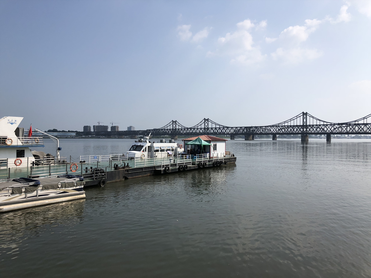 압록강 유람선 압록강 유람선을 타는 선착장