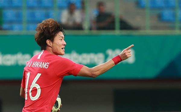 황의조, 신들린 경기력 27일 오후(현지시간)인도네시아 자와바랏주 브카시의 패트리엇 스타디움에서 열린 2018 자카르타-팔렘방 아시안게임(AG) 남자 축구 8강 우즈베키스탄과의 경기에서 황의조가 동점골을 넣은 뒤 기뻐하고 있다.