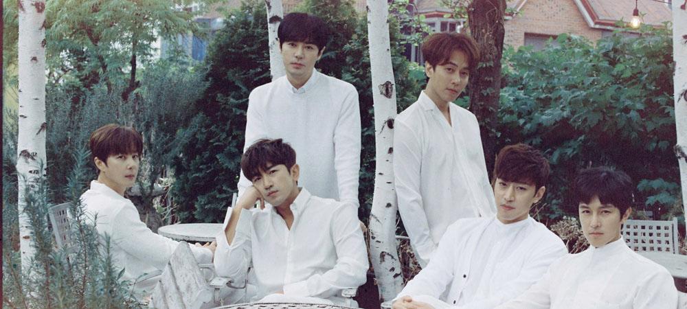 그룹 신화가 새 음반 < Heart >를 발매하고 데뷔 20주년 기념 활동에 돌입한다.
