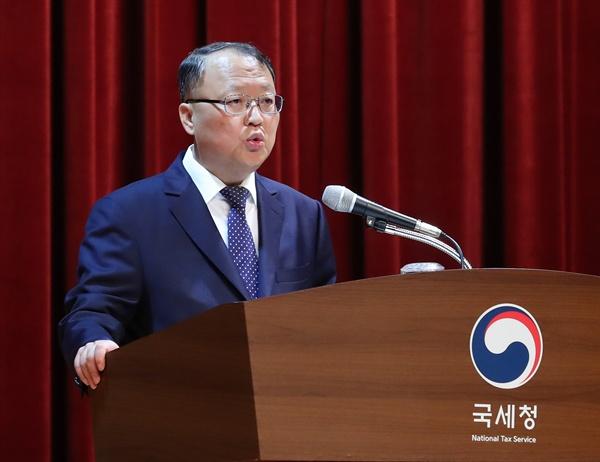 28일 오전 정부세종청사 국세청에서 열린 전국세무관서장회의에서 한승희 국세청장이 발언하고 있다.