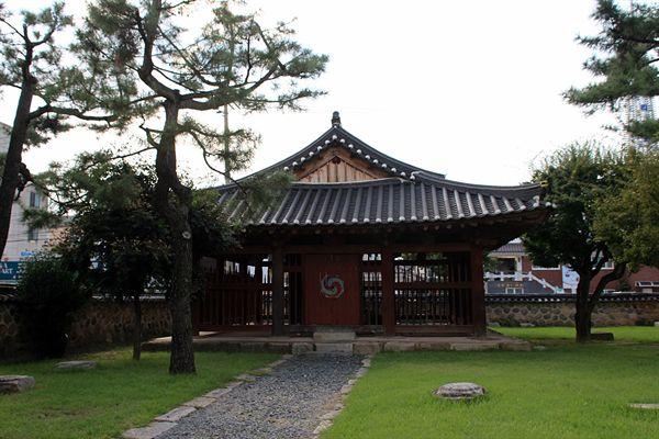 성덕대왕 신종이 원래의 자리에 있었던 장소 모습(현재 경주문화원 자리에 있다) 2014.9.6 촬영