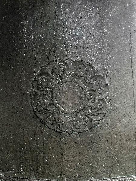 국립경주박물관에 있는 성덕대왕 신종,타종지점 당좌 모습