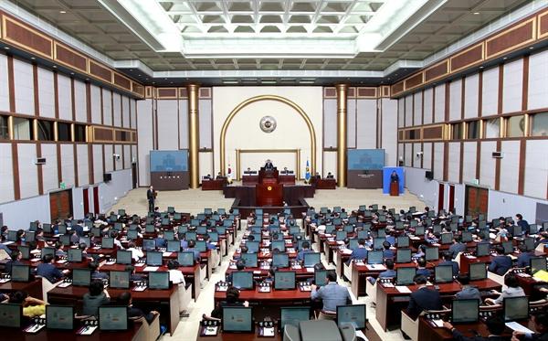 경기도의회는 28일 제330회 임시회를 개회, 다음 달 12일까지 16일간의 일정에 들어갔다.