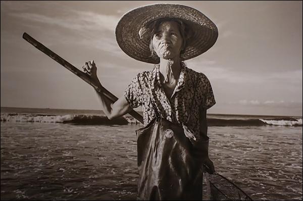 어촌의 여인 전문작가 리하오 작(중국), 어촌의 여인