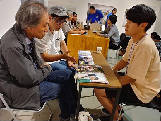 나카자토 가즈히토 나카자토 가즈히토(도쿄 조형대 교수)에게 지도 받는 한국 학생