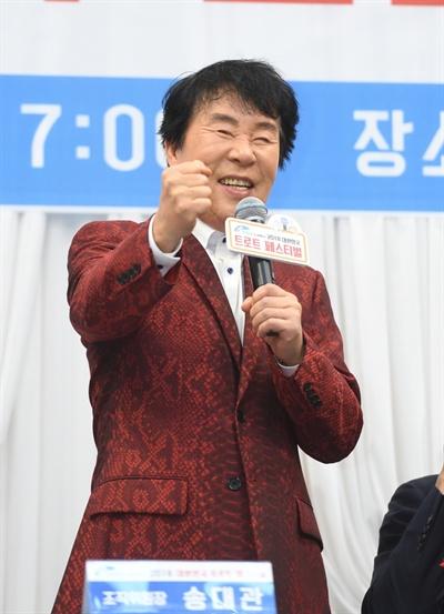 29일 KBS 서울 여의도 사옥에서 열린 2018 대한민국 트로트 페스티벌 기자회견에서 가수 송대관이 미소짓고 있다.