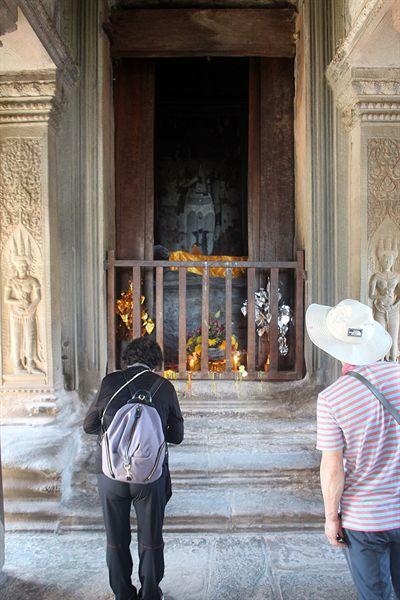 앙코르와트 천상계단 내부에 있는 부처님 모습