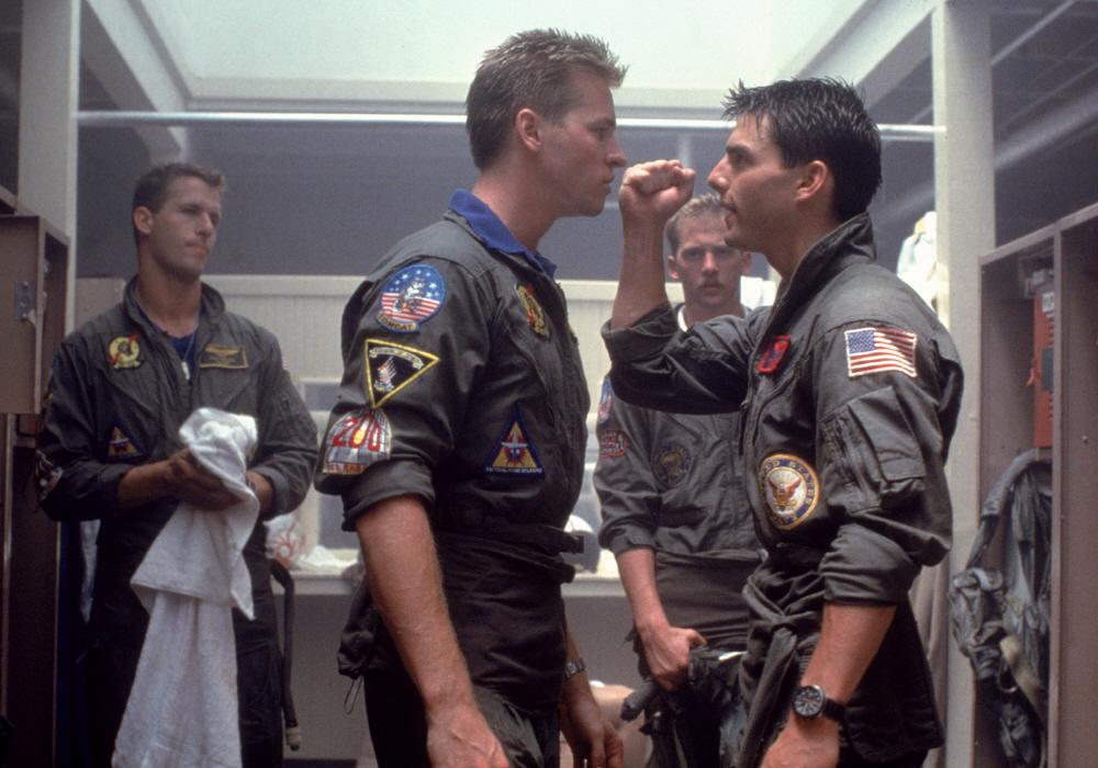 영화 < 탑건 >의 한 장면.  이후 톰 크루즈와 발 킬머(왼쪽)은 스타 배우로 발돋움 한다.