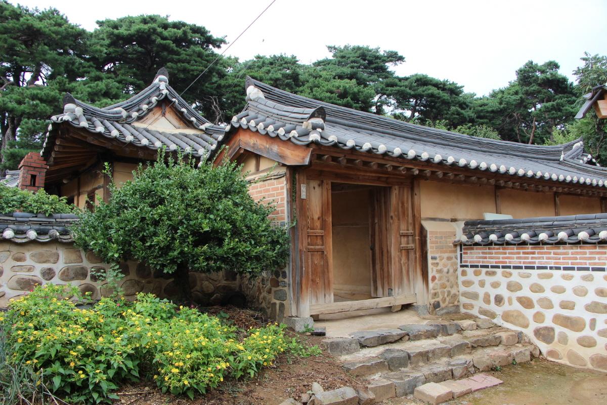 김항묵고택: 안채로 들어가는 중문