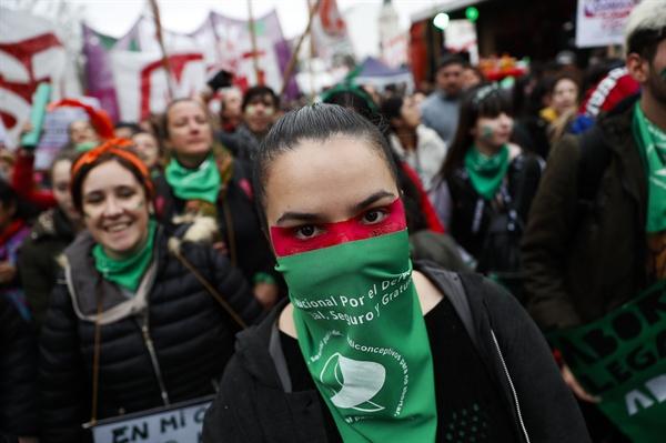 지난 8월 열린 아르헨티나에서 열린 낙태 합법화 지지 시위 모습.