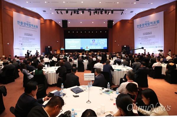 올해로 5회째를 맞이하는 한중경제협력포럼은 민간 주최 한중포럼으로는 최대 규모다. 올해는 '한중 신(新)협력 시대의 경제교류'라는 주제로 한국과 중국의 기업인 300여 명이 참여한 가운데 진행됐다.