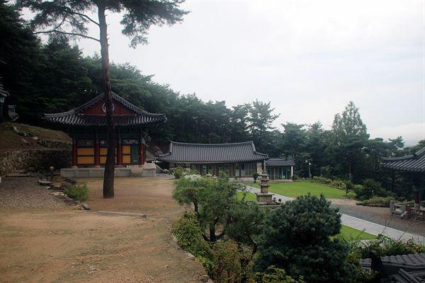 경주 남산 미륵곡 석조여래좌상이 있는 보리사 모습