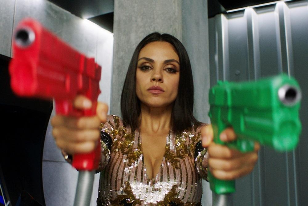 영화 <나를 차버린 스파이>의 스틸컷. 밀라 쿠니스는 <배드 맘스> 시리즈에 이어 여성 캐릭터 중심의 영화에 또다시 출연했다.