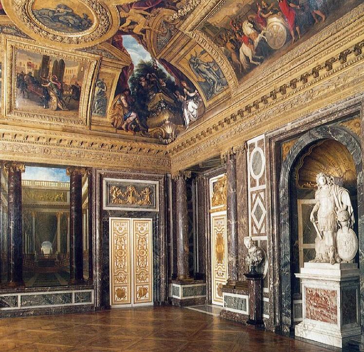 벽과 천장이 온통 그림으로 장식된 베르사이유궁 내부