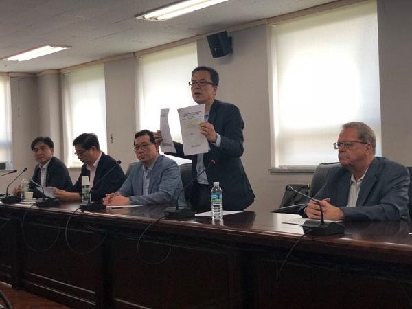 31일 서울 서초구의 한국교통안전공단에서 BMW 차량 화재 원인규명을 위한 실차 주행 시험 관련 협의가 열렸다.