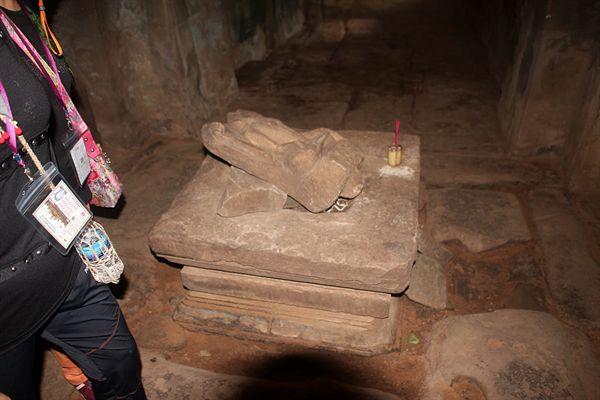 앙코르톰 타프롬 사원 내부에 있는 남녀 성기 형상 모습