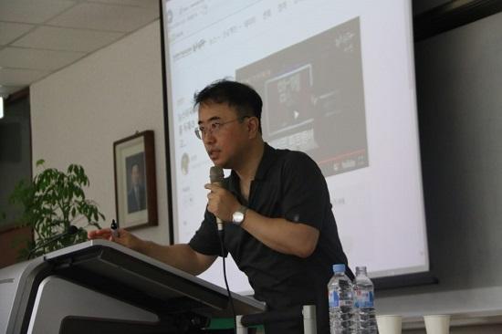 최경영 <뉴스타파> 경제미디어팀장이 세명대 저널리즘스쿨에서 강의하고 있다.