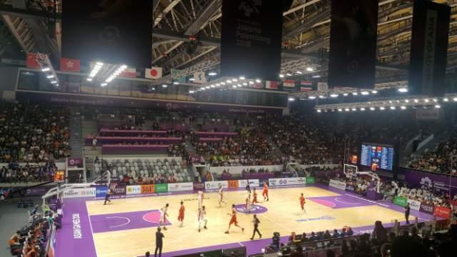 자카르타-팔렘방 아시안게임 여자농구 단일팀 대 중국 결승전이 펼쳐지고 있다.