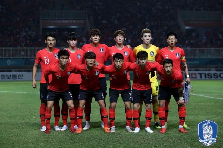 한국 AG 대표팀 한국 AG 대표팀이 숙적 일본을 물리치고 2회 연속 금메달을 획득했다.