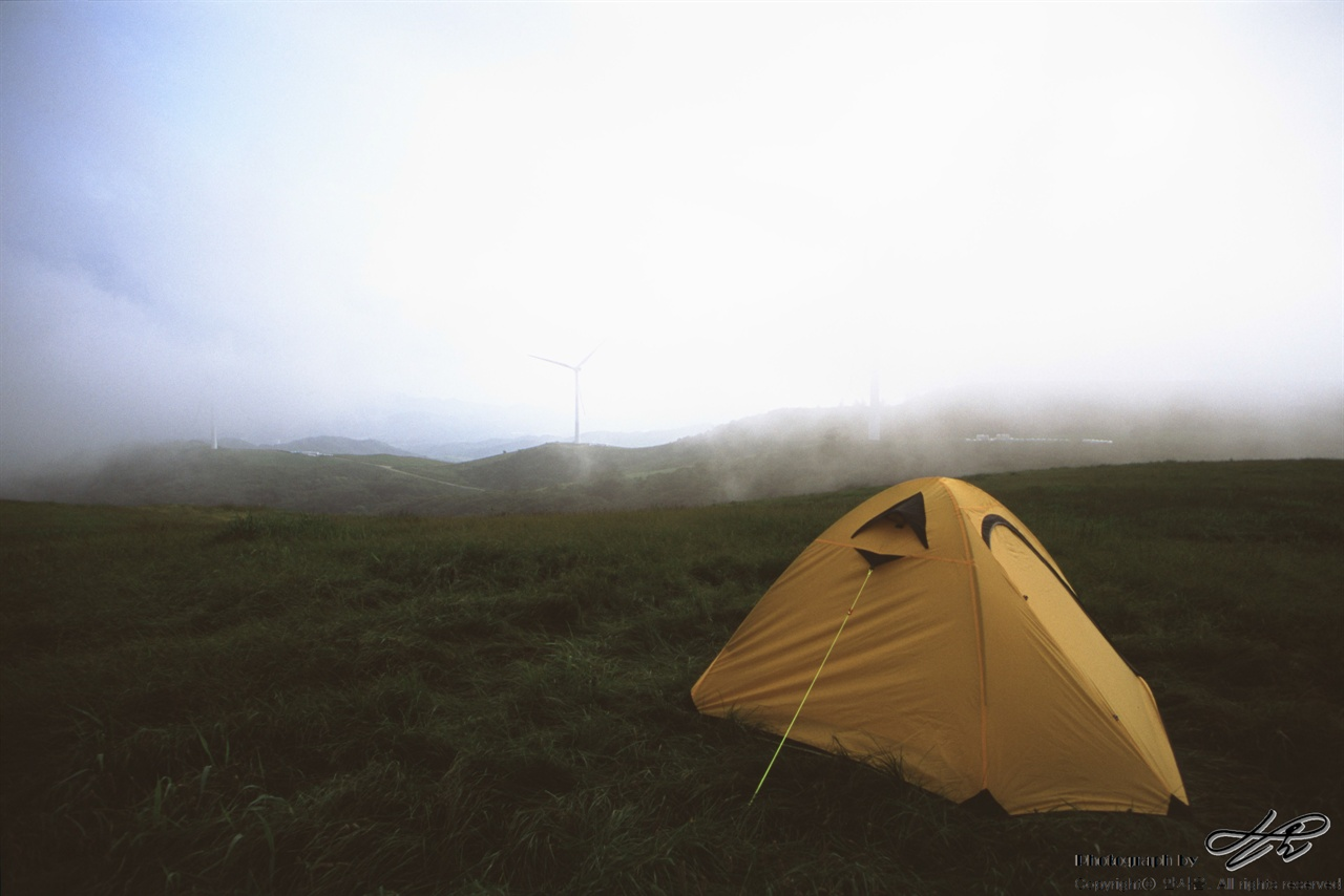 선자령에서 (35mm/AgfaCT100)지정 공원이 아닌 곳은 텐트 야영이 가능하다. 단 불을 사용하는 취사는 절대 금지.