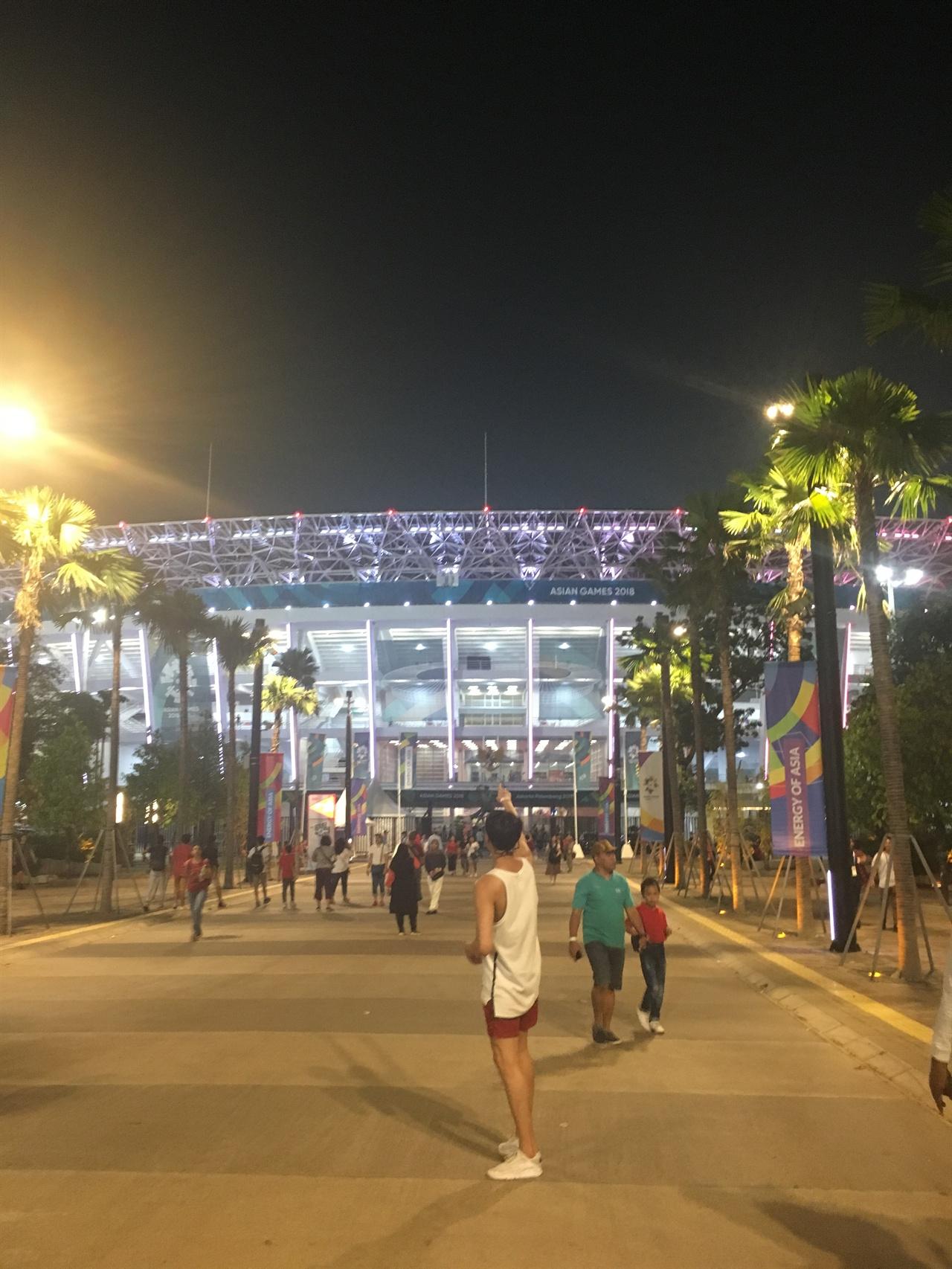 인도네시아 자카르타 아시안게임이 열리는 겔로라 붕 카르노(GBK) 주경기장 사진이다.