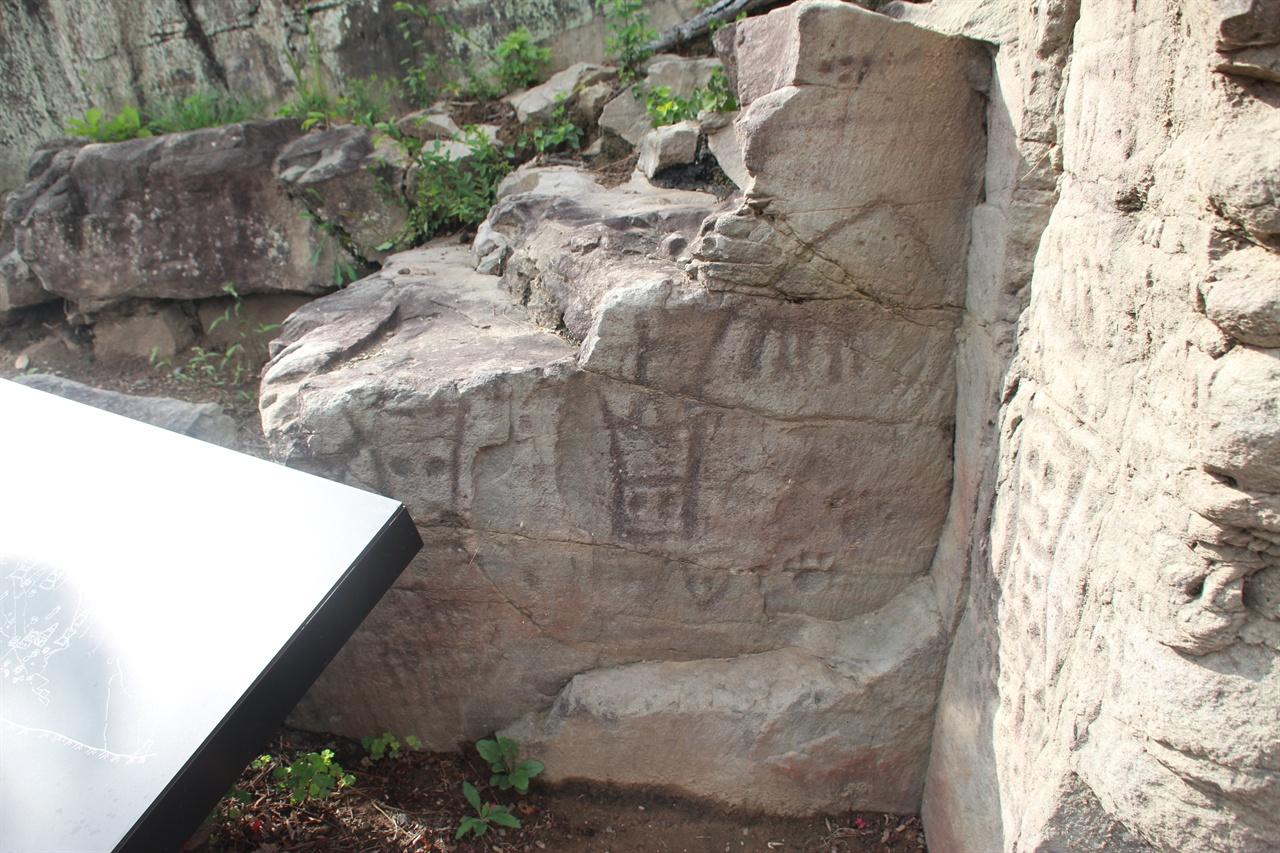 경주 석장동 암각화 왼쪽 부분 모습
